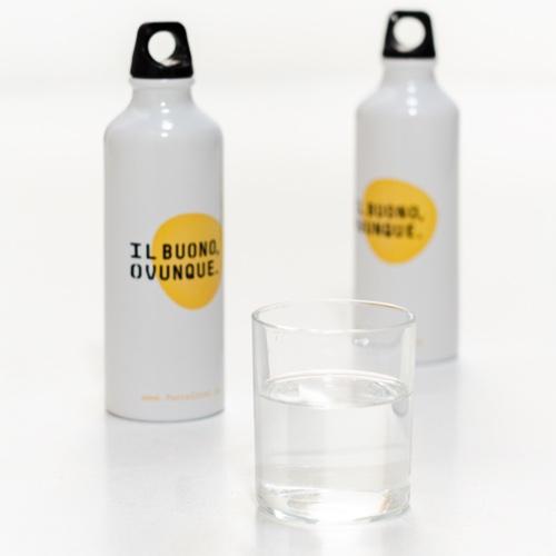 Evita l'uso bottiglie di plastica